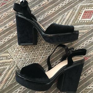 Qupid platform velvet sandals